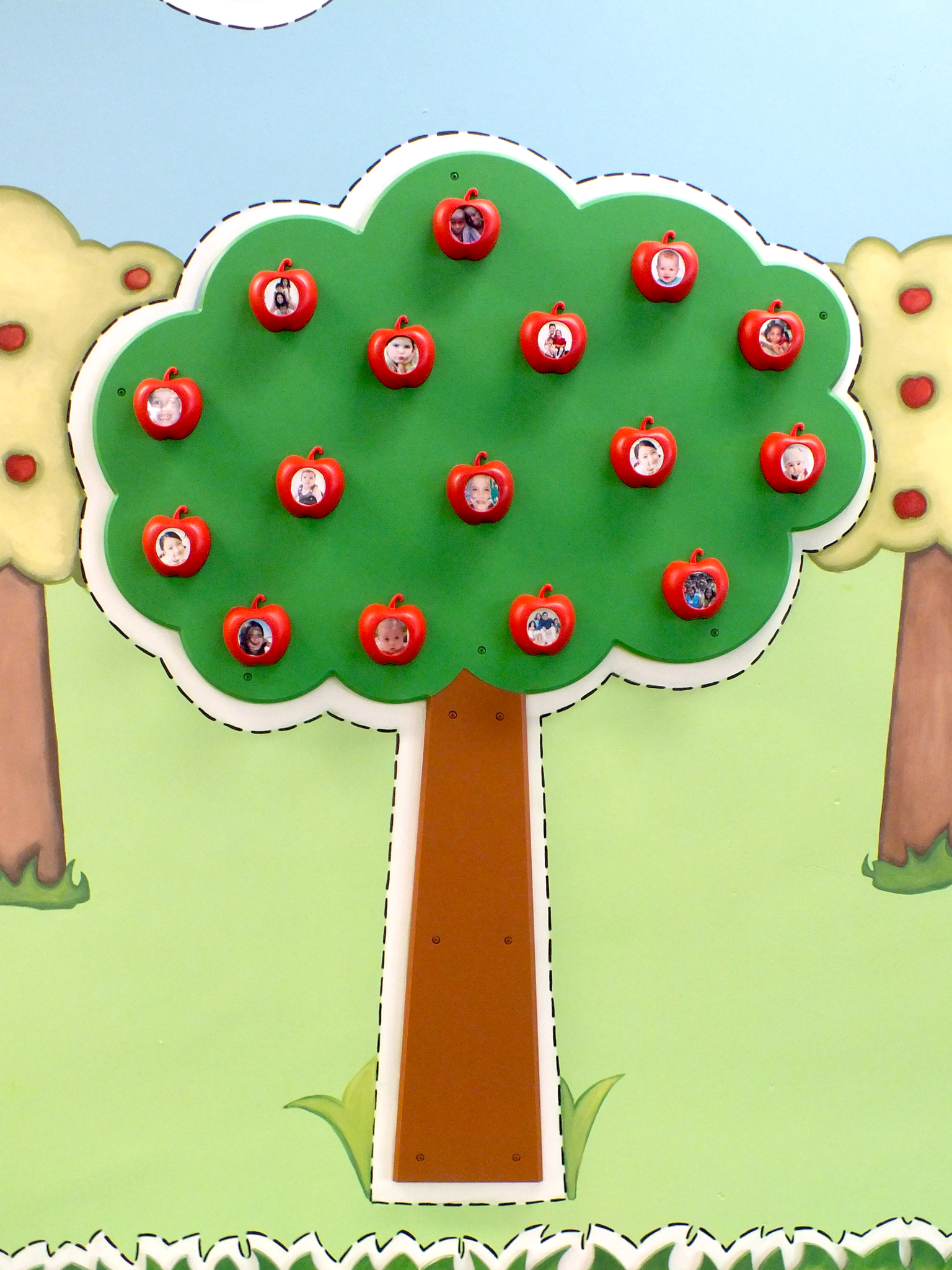 Children's Museum Factory The Magnetic Apple Tree of 16 Apples
