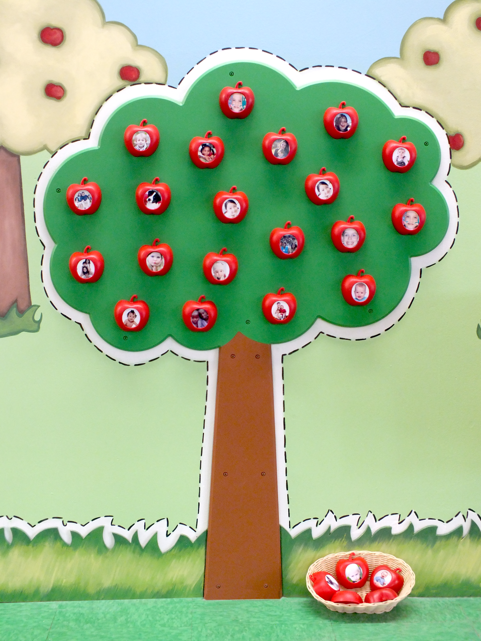 Children's Museum Factory The Magnetic Apple Tree of 20 Apples