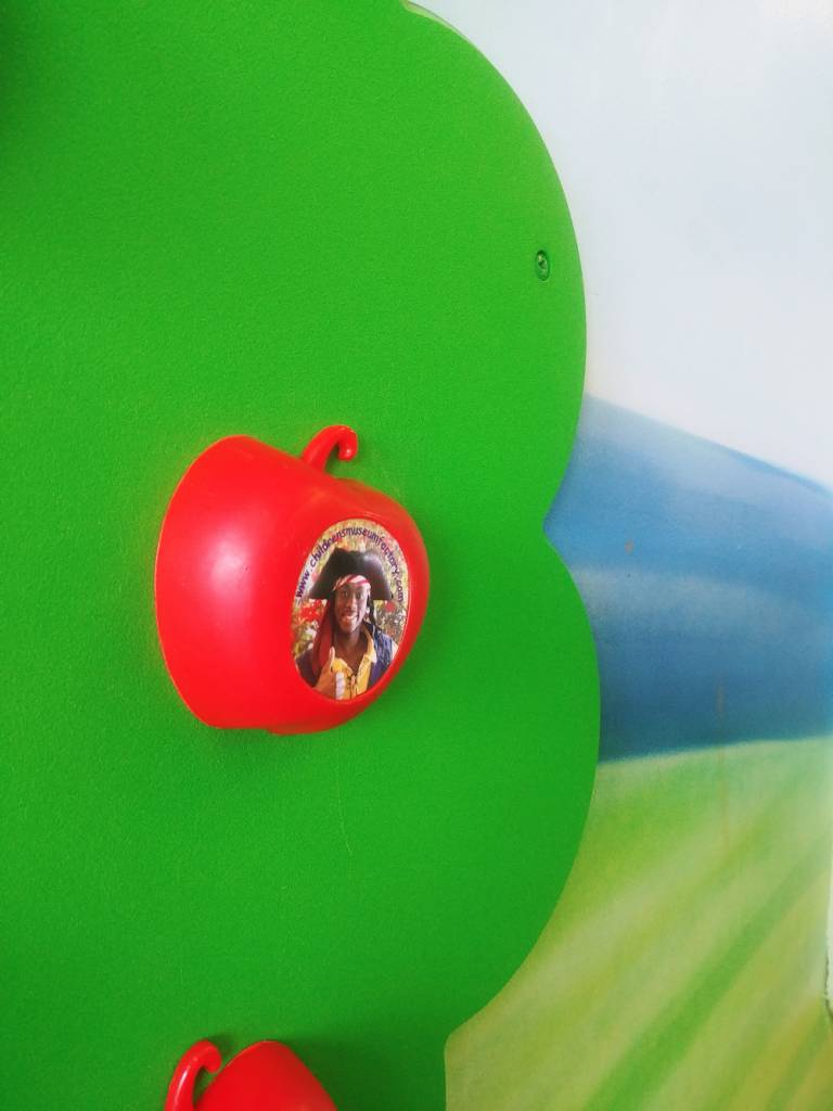 Children's Museum Factory Additional Customizable magnetic apples for the magnetic apple tree.