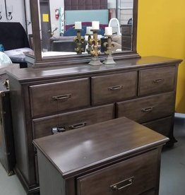 United Grayson Dresser w/ Mirror
