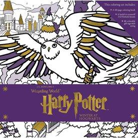 Penguin Random House Penguin: Harry Potter - Winter at Hogwarts - A Magical Coloring Set