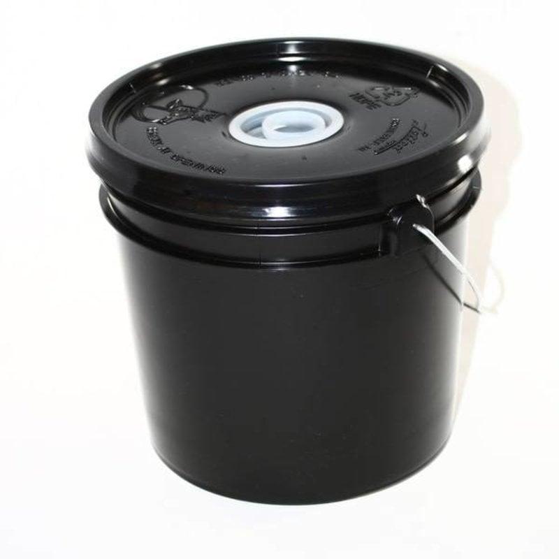 Feeder Bucket Black Plastic Plug top