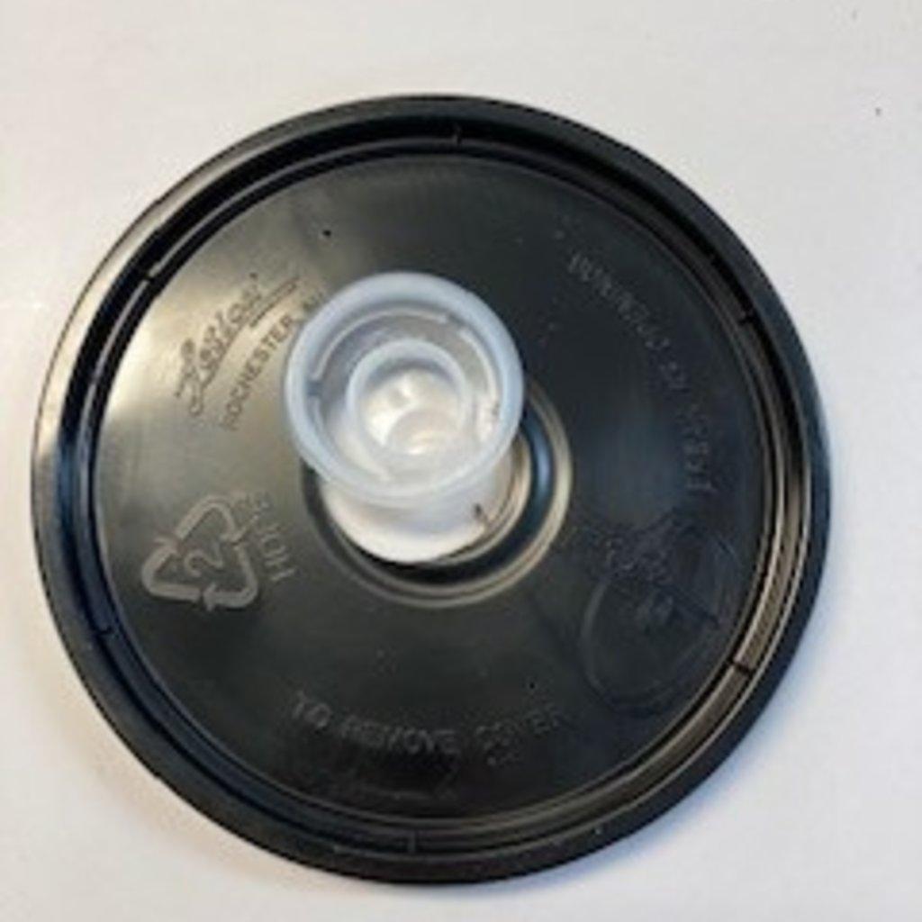 Replacement Plug (black feeder bucket)
