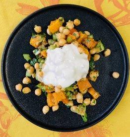 Salade de pois chiche et vinaigrette au yogourt et tahini