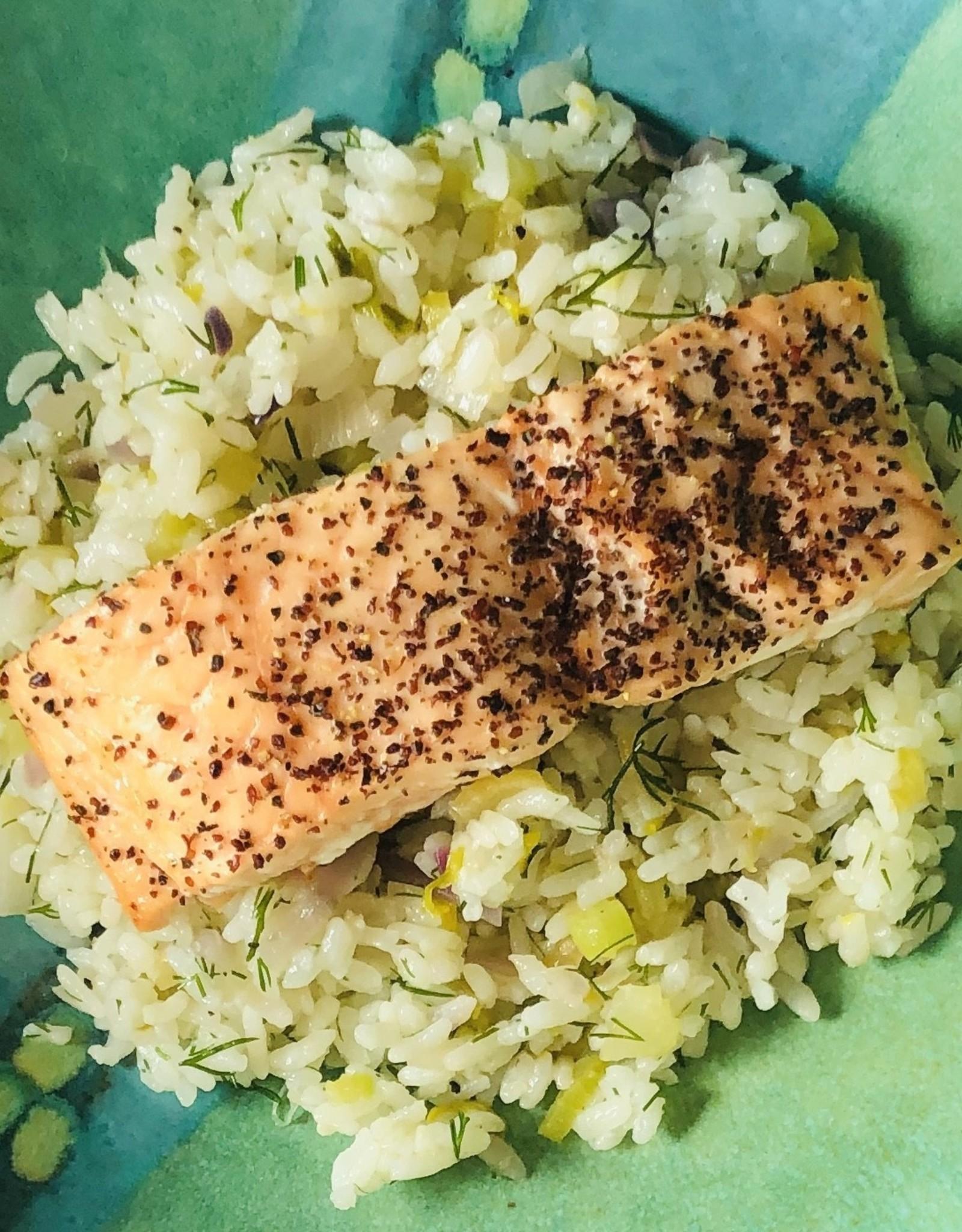 Saumon grillé sur riz collant à l'aneth
