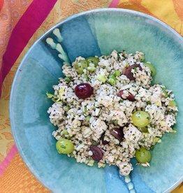 Salade de poulet à l'orge et aux raisins frais