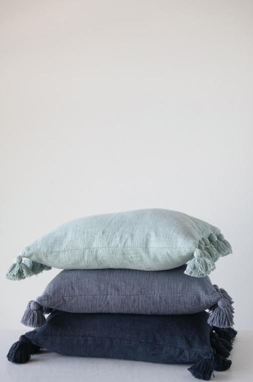 """24""""L x 16""""H Cotton Slub Lumbar Pillow with Tassels, Aqua"""