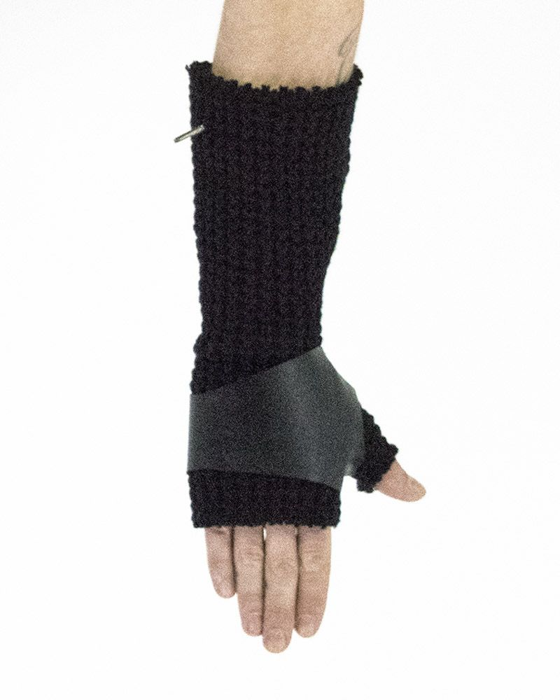 KNITTED GLOVES WITH LEATHER
