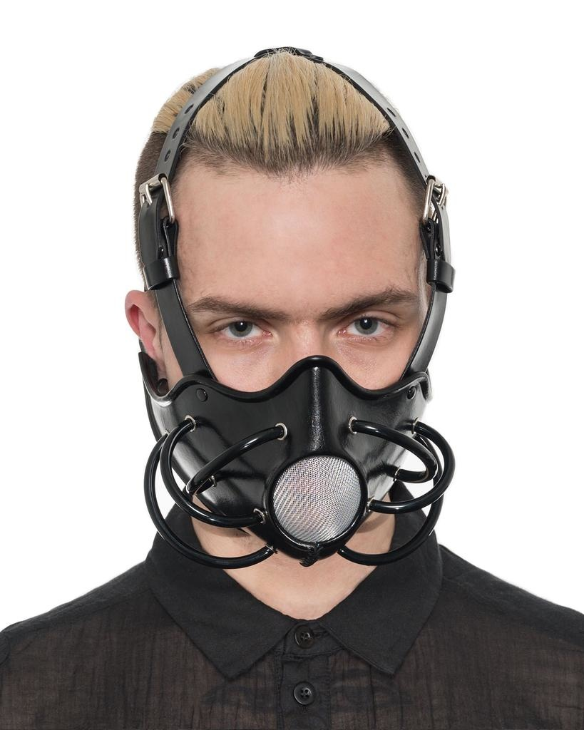 GAS MASK WITH MESH OPENING