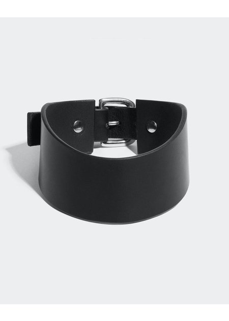 FLEET ILYA LOW POSTURE COLLAR