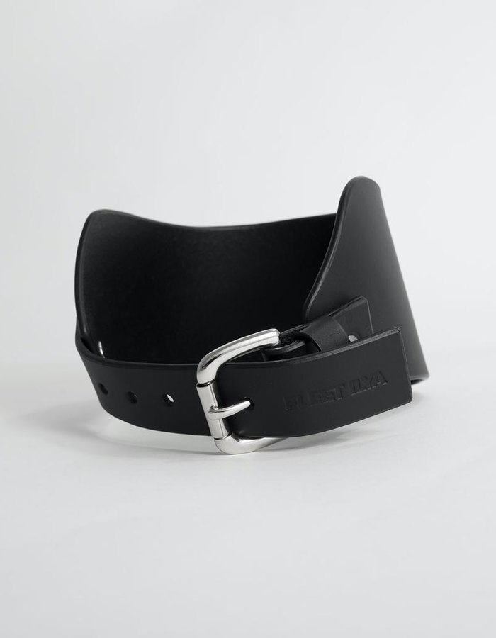 FLEET ILYA HIGH POSTURE COLLAR