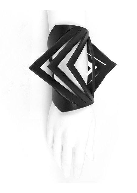0770 BIG TRIANGLE BRACELET