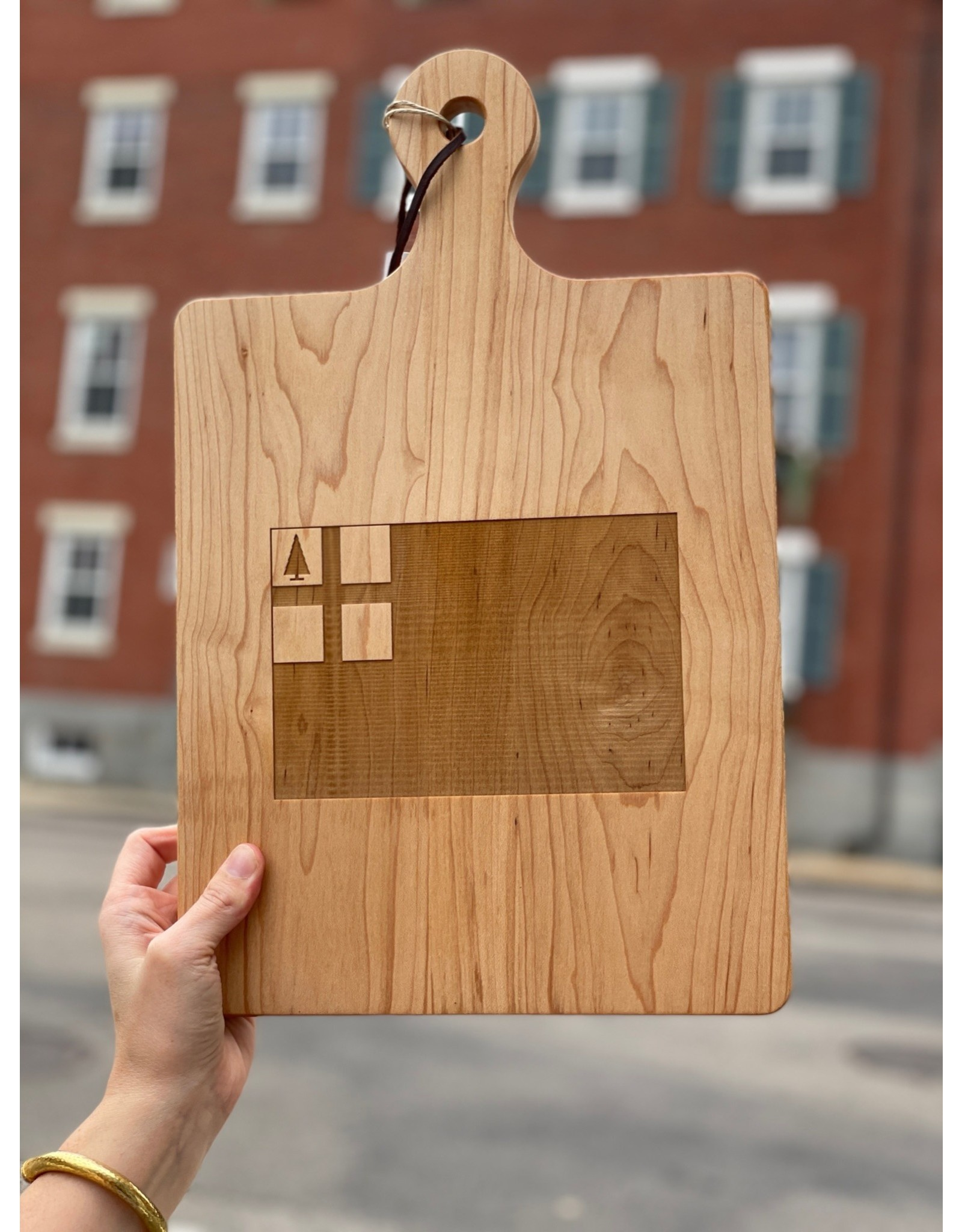 Maple Leaf at Home Bunker Hill Flag Handled Maple Artisan Board 16x10