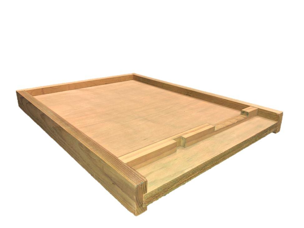 10 Frame Treated Bottom Board w/Entrance Reducer