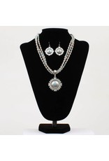 Blazin Roxx 3 Strand Round Native Pendant Jewelry Set