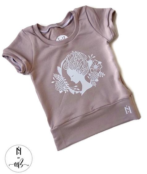 Création et Confection Alexandra Bauer Nörskin Collection - T-Shirt Rose avec visage blanc 3-6 ans