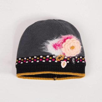 KNITTED HAT WITH FLOWERS