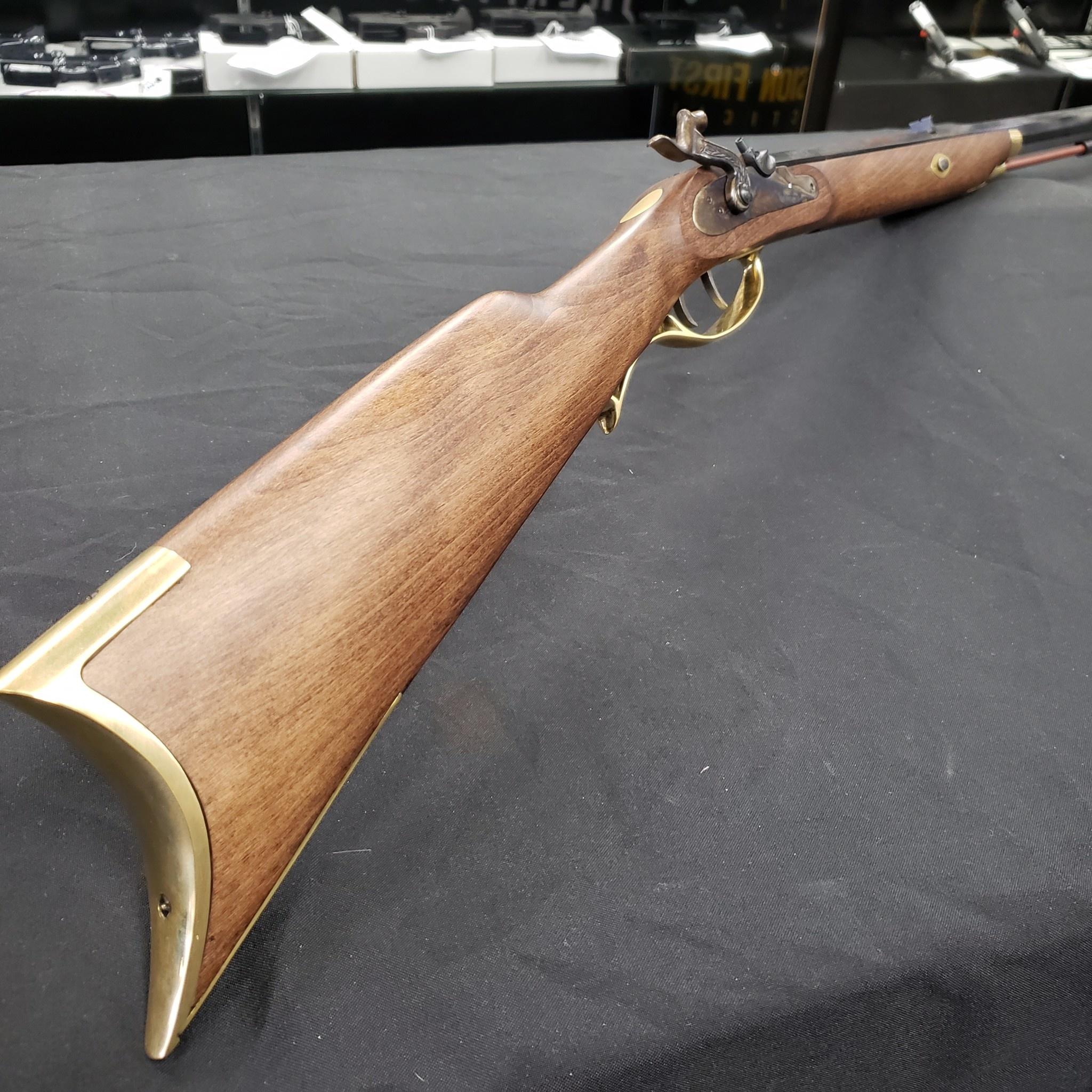 "Traditions Crockett Rifle / Select Hardwood / Perc./.32 / 32"" Blued/49""/5"