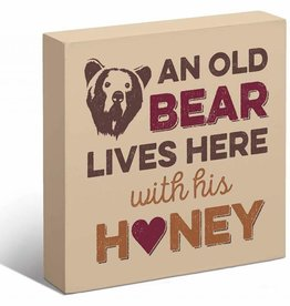 An Old Bear Lives Here Box Art Sign