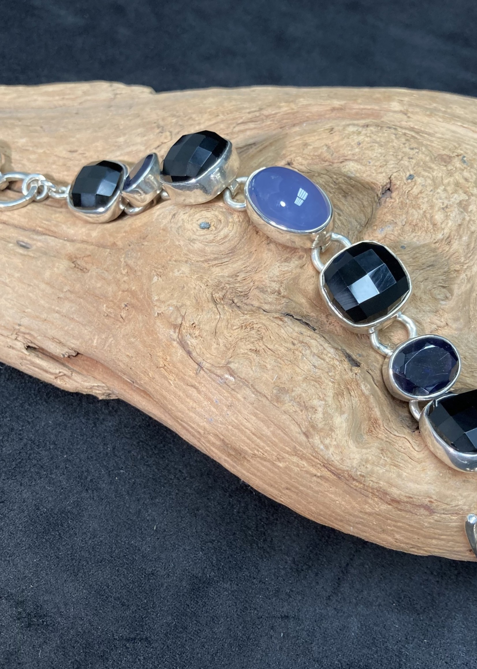 Bracelet Faceted Onyx, Iolite and Blue Chalcedony