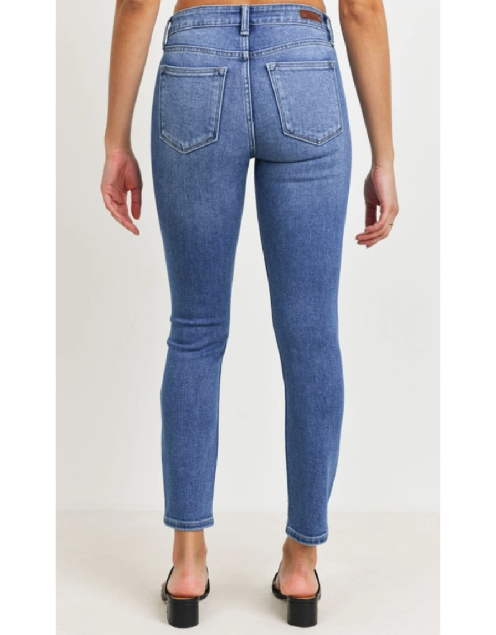 Skinny Jeans with Distressed Hem