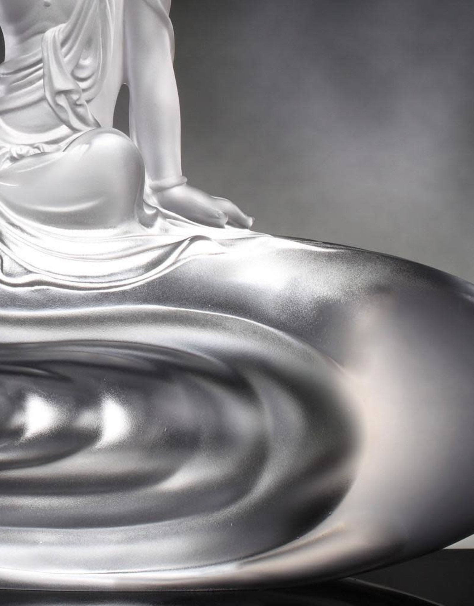 """LIULI Crystal Art Crystal Buddha """"Light Exists Because of Love - Heart of Guanyin"""" (Limited Edition)"""
