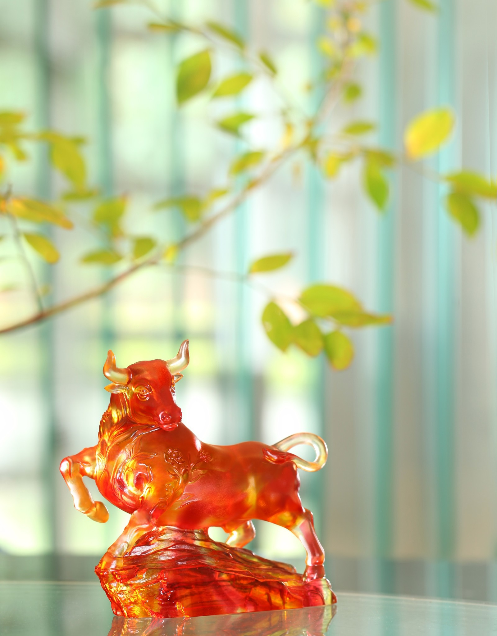 LIULI Crystal Art Crystal Bull Sculpture (Limited Edition)
