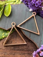 Triangle Frame: Gold - 1 Pair