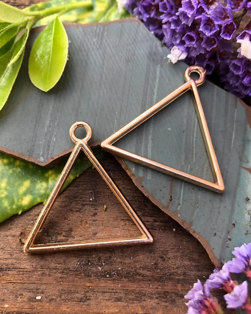 Triangle Frame With Loop: Gold - 1 Pair