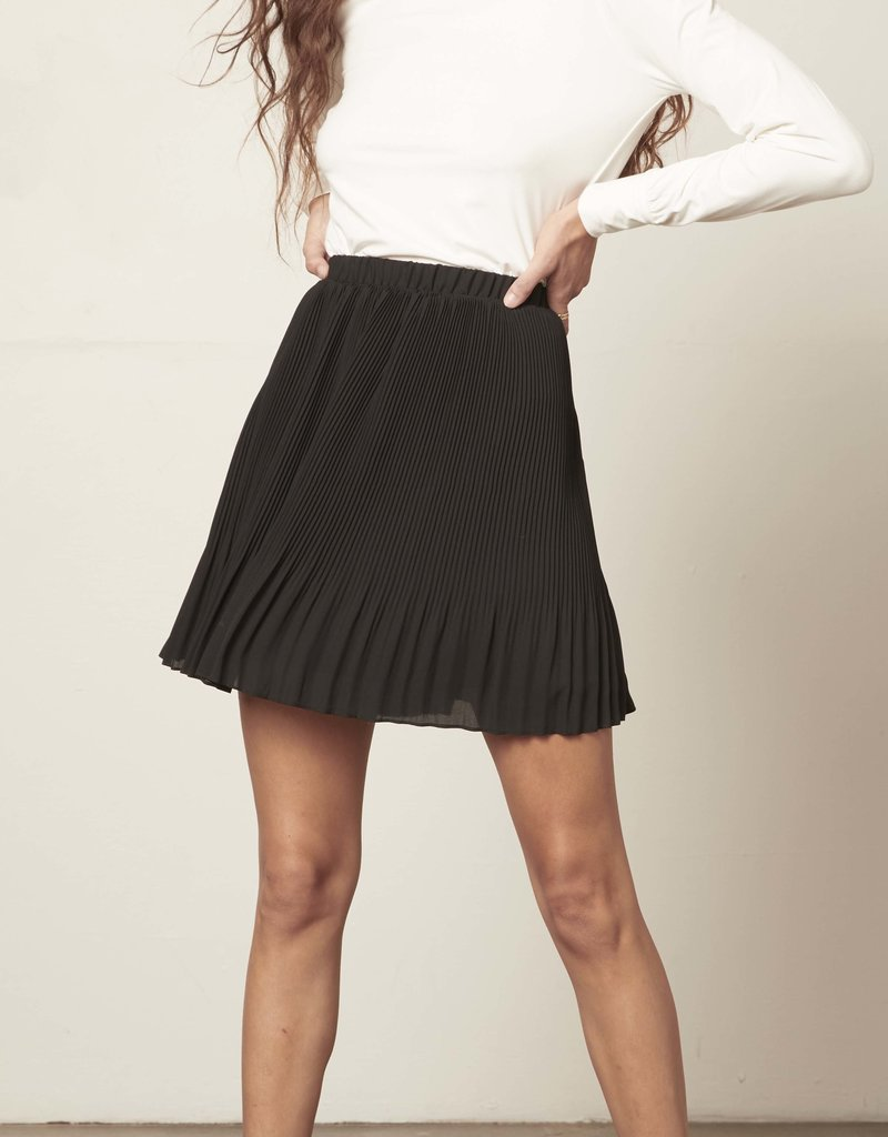 Life Com-Pleat Skirt Black