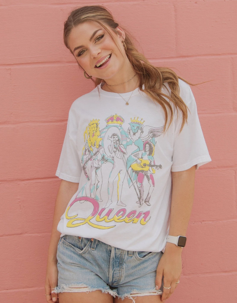 Queen On Stage Puff Comfort Wash Tee