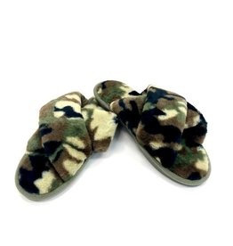 Judson & Co. Criss Cross Camo Plush Slipper (One Size 7.5-8.5)
