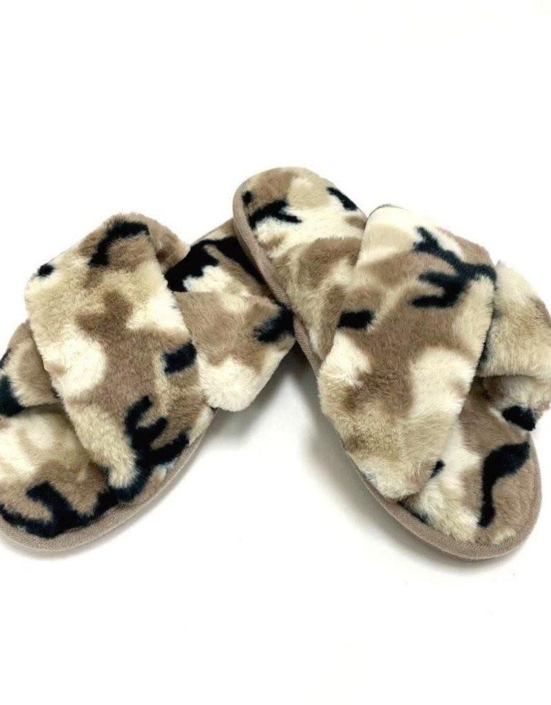 Judson & Co. Criss Cross Camo Plush Slipper (One Size 7.5-8.5)