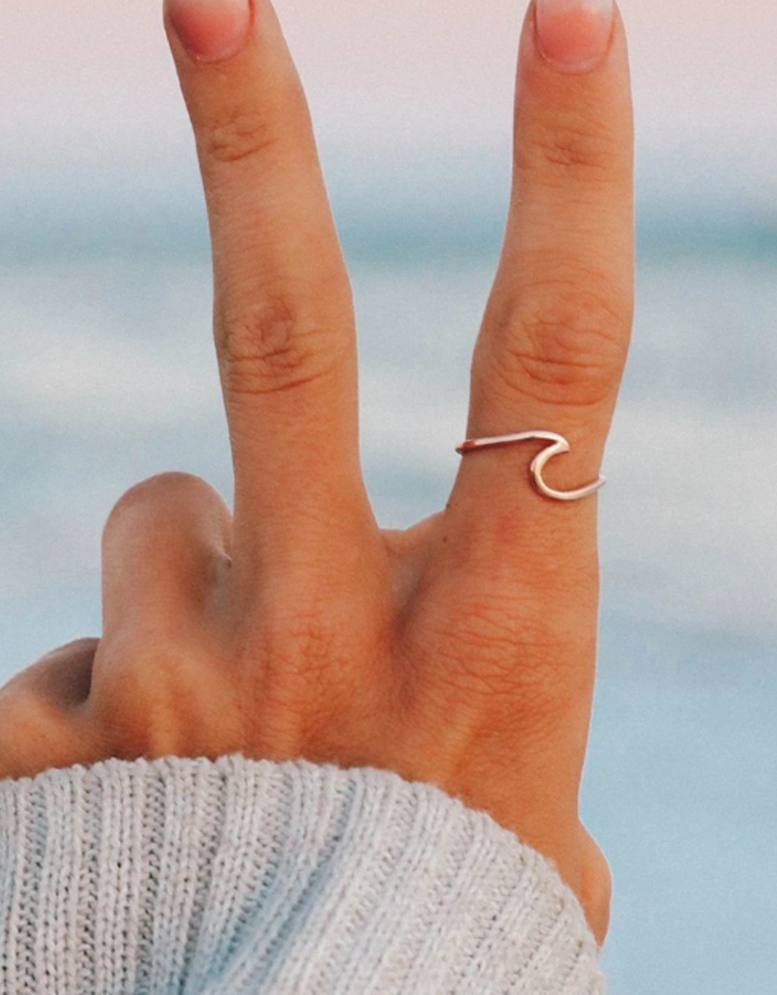 Pura Vida Pura Vida Wave Ring Rose Gold