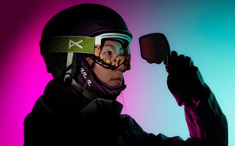 women replacing ski goggle lens