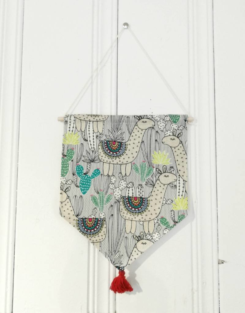 MLaure Decorative banner - Llama with red pom pom