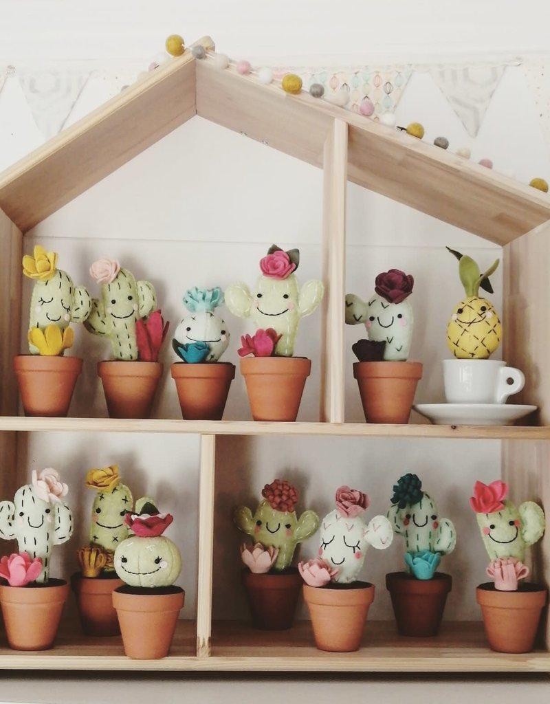 Pink Clémentine Wool felt cactus - Teal flowers