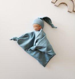 Comfrey & Clary Bébé endormi waldorf - Coton de bambou - Bleu
