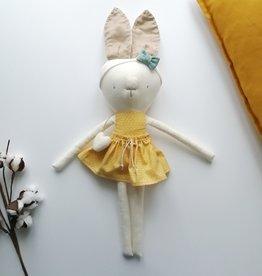 Kiou Kiout Peluche lapine blanche et robe jaune