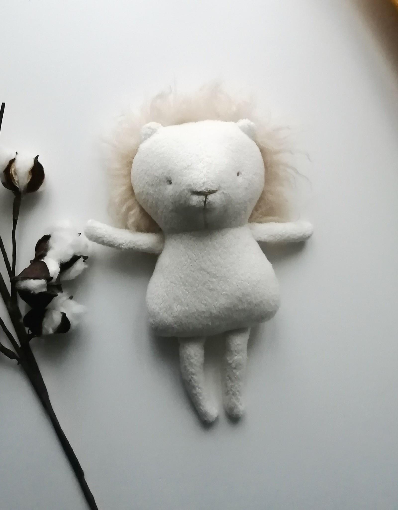 Kiou Kiout Baby white lion
