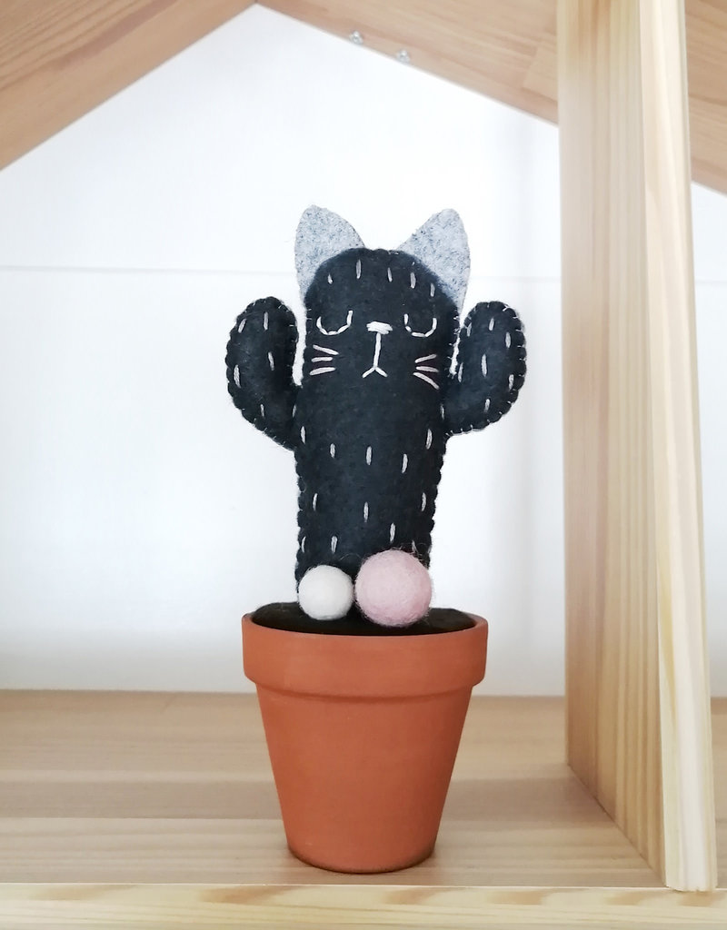 Pink Clémentine Felt Cat Cactus - Dark Gray and Pink