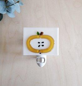 Veille sur toi Veilleuse avec bobo varié - Pomme jaune