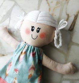 Étincelles et moi Poupée de chiffon - Blanche et robe bleue avec plume