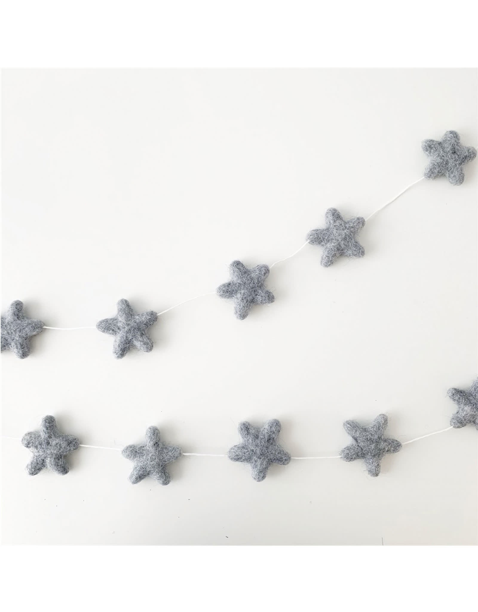 The Butter Flying Star Garland - Gray