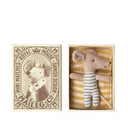 Maileg Bébé souris garçon - Réveillé endormi dans une boîte d'allumettes