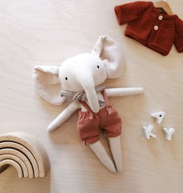 Mes petites lunes Poupée-Peluche - Éléphant avec salopette-shirt rouille et foulard