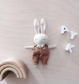 Mes petites lunes Mini Poupée-Peluche -Lapin endormi avec salopette brune