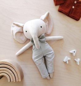 Mes petites lunes Poupée-Peluche - Éléphant avec salopette rayée