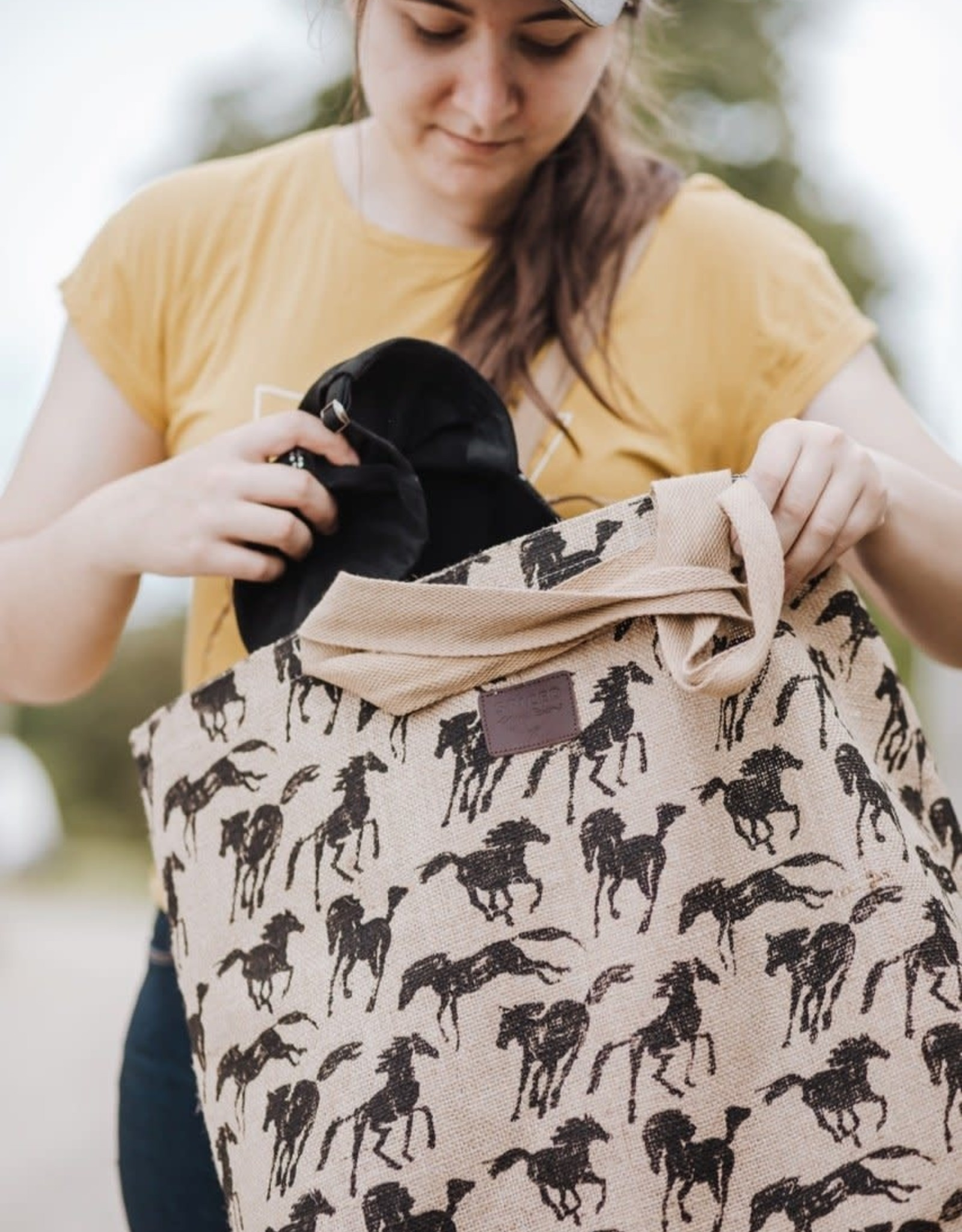 SPICED SKETCH HORSE CARRY-ALL TOTE