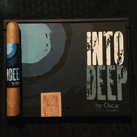 Oscar Valladares Into Deep by Oscar Valladares Connecticut Toro 6x52 Box of 10